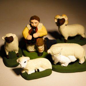 Berger à la musette en 7 cm et 4 moutons