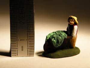 santon de fermier avec sa brouette en 2 cm