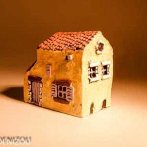Mini Maison-lucarne en Plâtre pour santons puces (2cm)