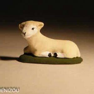 santon de Mouton couché pour 4 cm