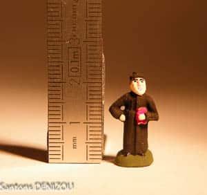 Petit santon de Curé de 2 cm