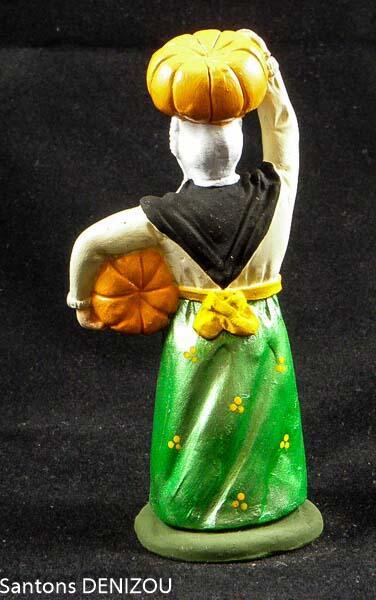 santon de femme aux citrouilles de 9 cm